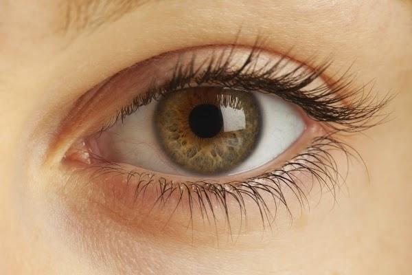 4 All-Natural Ways to Get Longer Eyelashes