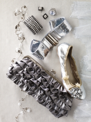 10-tips-for-accessorizing-at-holiday-parties10