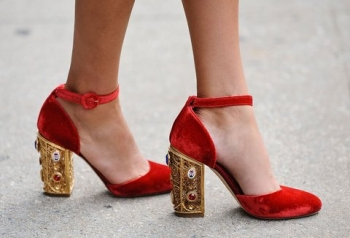 10-tips-for-accessorizing-at-holiday-parties5